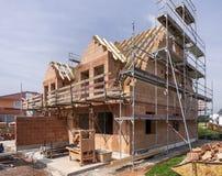 Konstruktionsplats av ett nytt byggt hus royaltyfri bild