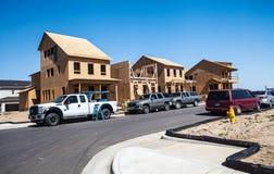Konstruktionsplats av nya hus Arkivbild