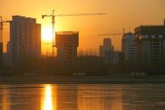 Konstruktionsplats och solnedgång Royaltyfria Bilder