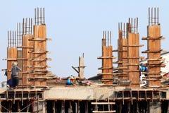 Konstruktionsplatsen och byggnadsarbetare område, folk arbetar på konstruktion, grupp människor är yrkesmässig konstruktion arkivfoto