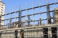 Konstruktionsplatsen och stålramen Fotografering för Bildbyråer