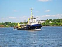 Konstruktionsskyttel på floden Elbe Arkivbild