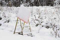 Konstruktionstecken som döljas av den plötsliga snöstormen Arkivfoton