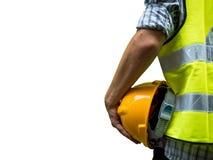 Konstruować mężczyzna pozycję z żółtym zbawczym hełmem na białym tle zdjęcie stock