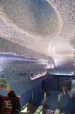 Konstströmkretstunnelbana av Naples ut ur den Toledo stationen till centret Royaltyfri Foto