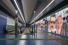 Konstströmkretstunnelbana av Naples ut ur den Toledo stationen till centret Royaltyfria Bilder