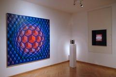 Konstverk på det Vasarely museet i den Pecs Ungern Arkivfoto