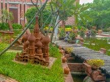 Konstverk Vietnam Hoi An Terracotta Park för lera för kopia för Moskva för helgonVasili Blajeni domkyrka Arkivfoton