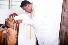 Konsultacja przy lekarkami biurowymi Fotografia Stock