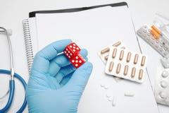 Konsultacja z rodzinną lekarką, opieką zdrowotną i diagnozą, zdjęcia stock