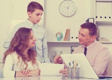 Konsultacja z szkolnym dyrektorem szkoły Zdjęcie Stock
