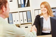 Konsultant i kobieta podczas spotkania fotografia stock