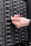 IT konsultant zamienia SAN ciężką przejażdżkę obrazy stock