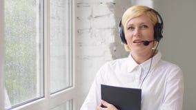 Konsultierung der Kunden stock video