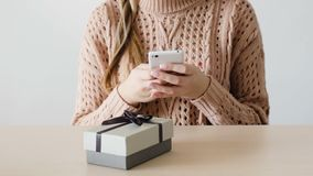 Konsumeryzm kobiety zakupu telefonu sklepu online dostawa zbiory wideo