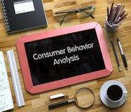 Konsumpcyjnego zachowania analiza Ręcznie pisany na Małym Chalkboard 3d Obrazy Stock