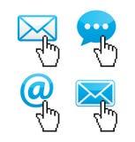 Kontakt - kuvertet, e-posten, anförande bubblar med markören räcker symboler Arkivfoto