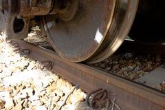 Kontakt między pociągów kołami i poręczami zdjęcie royalty free