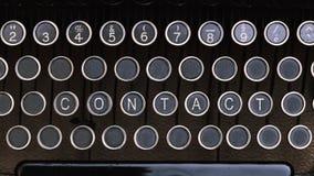 Kontakt, słowo na rocznika typ pisarza listu klucze fotografia stock