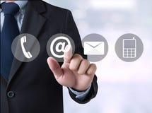 KONTAKT US (Kundenbetreuungs-Hotlineleute SCHLIESSEN) an stockfoto