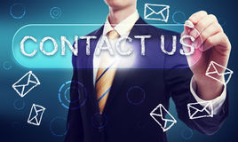 Kontakta oss som är skriftliga i krita av affärsmannen Arkivbild