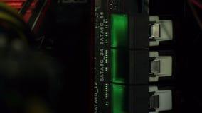 Kontakte der Festplattenlaufwerke stock video footage