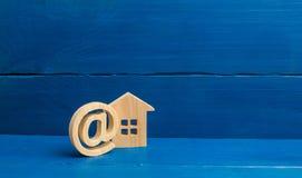 Kontakte von E-Mail, Homepage, Privatanschrift Kommunikation auf Internet Herstellen von Kontakten mit Kunden Katasterregister stockfoto