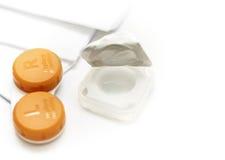 Kontaktlins med behållaren som isoleras på vit Fotografering för Bildbyråer