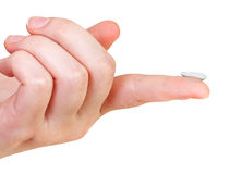 Kontaktlinse auf dem Zeigefinger der weiblichen Hand lizenzfreie stockfotos