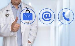 Kontaktowe opcje pojęcie i lekarka z aprobatami Zdjęcie Stock