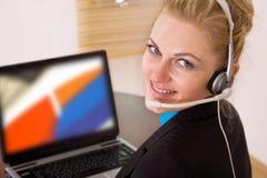 kontaktowy bizneswomanu biurko Fotografia Stock