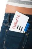 Kontaktuje się my pojęcie używać kartę na plecy kieszeni Zdjęcie Royalty Free