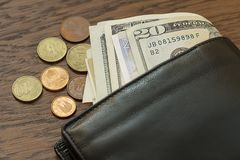 Kontant in din plånbok fotografering för bildbyråer