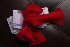 Kontant gåvapilbåge för euro Royaltyfri Bild