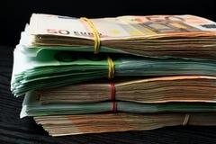 kontant pengar fakturerar euro Eurovalutapengar royaltyfri bild