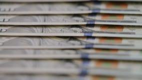 kontant pengarbakgrund Benjamin Franklin stående på slut för räkning för US dollar 100 upp, lager videofilmer