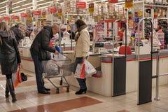Kontant zon i supermarket Arkivbilder