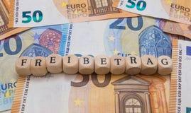 Kontanta bokstäver för pengar för skattavdrag arkivfoto