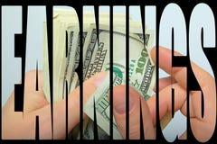 Kontanta US dollar i hand Arkivbilder