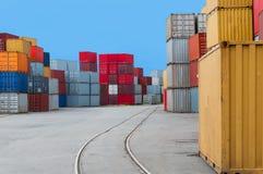 Kontenery i linie kolejowe Obrazy Stock