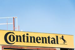 Kontinental logo p? kontinentalt lager arkivfoton