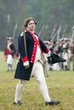 Kontinentaler Offizier am Durchlauf und am Bericht am 225. Jahrestag des Sieges bei Yorktown, eine Wiederinkraftsetzung der Belag Stockbild
