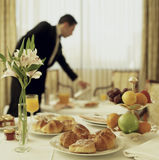 Kontinentales Frühstück des Zimmerservice Lizenzfreies Stockbild