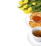 Kontinentales Frühstück und Blumen Stockfoto