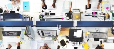 Kontor för affärsfolk som arbetar företags Team Concept fotografering för bildbyråer