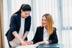 Kontor för assistent för framstickande för affärsföretagssekreterare royaltyfri bild