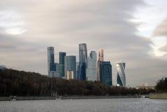 Kontor för Moskvastadsaffär och lägenhetkomplex Royaltyfri Bild