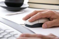 kontor för mus för affärsmandatorhand arkivbild
