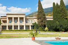 Kontorsbyggnad av den nikitsky botaniska trädgården Yalta Royaltyfri Fotografi