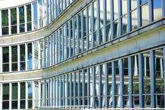 Kontorsbyggnad Glass Windows royaltyfri fotografi
